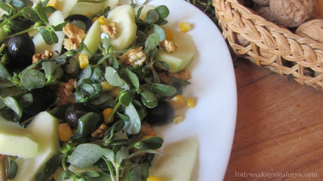 Салат с портулаком и яблоками