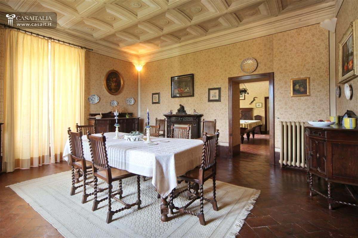 Arredare Sala Da Pranzo Quadrata Vintage Estate With Villa For Sale In Umbria Perugia
