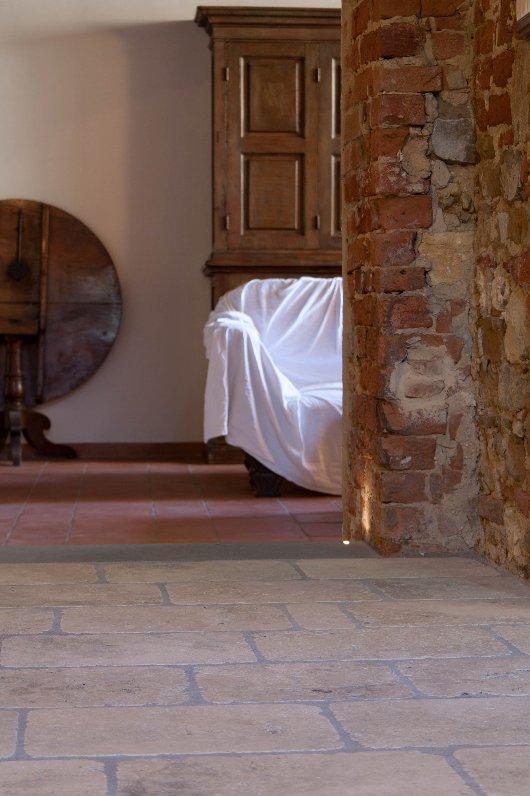 Salone in Pietra di Rapolano antichizzata