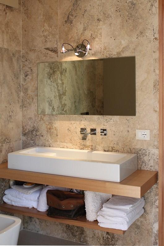 Per rinnovare il bagno pavimenti e rivestimenti in travertino