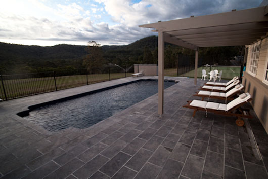 piscina-in-pietra-della-rocca.jpg