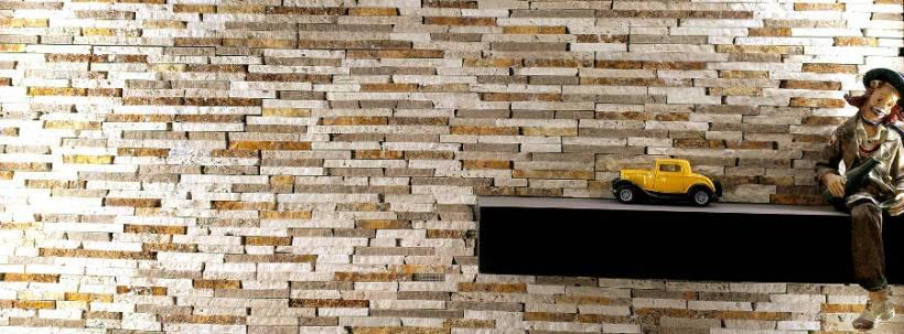 Rivestimento pareti in mosaico di travertino a spacco