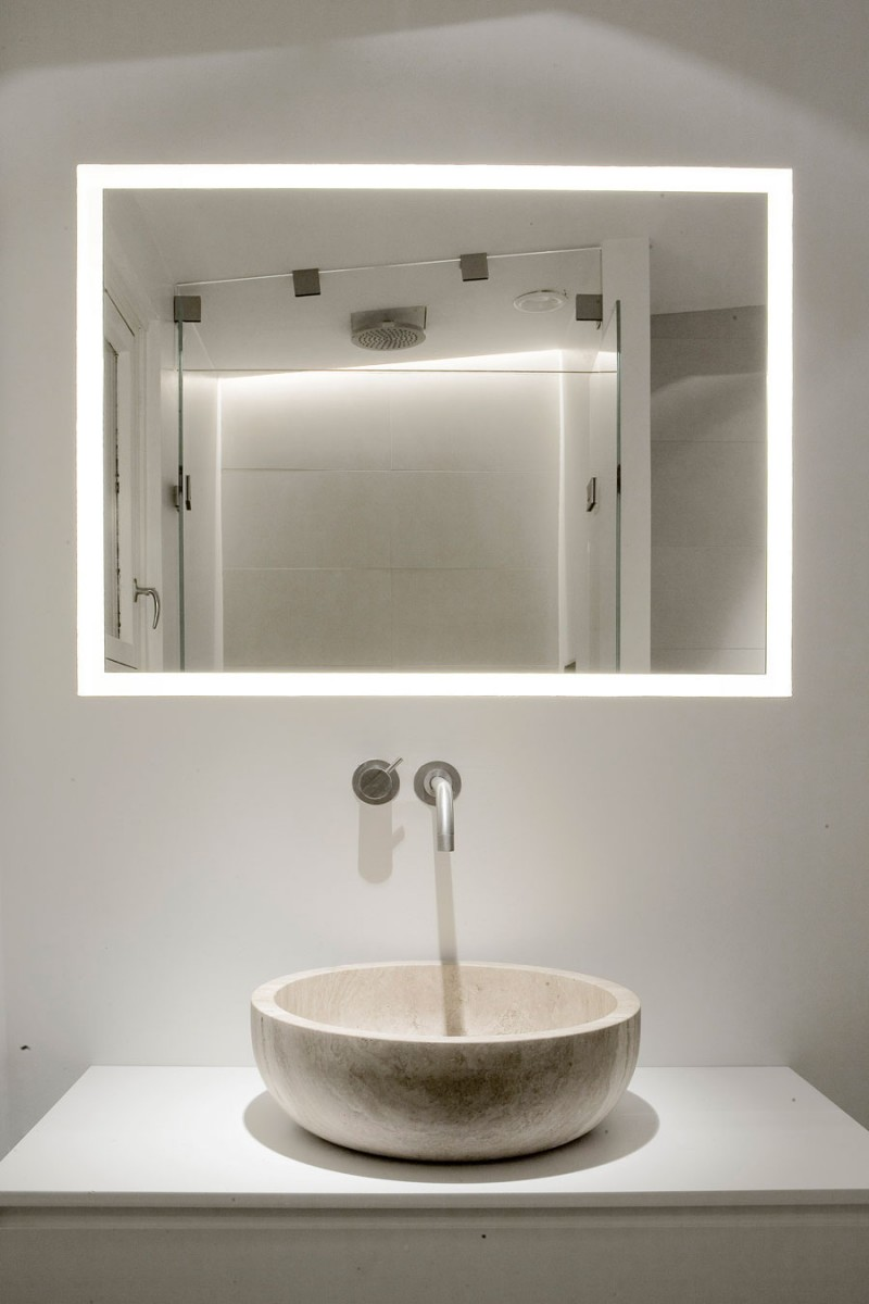 bagno con lavabo in pietra naturale stile minimale travertine sink bathroom