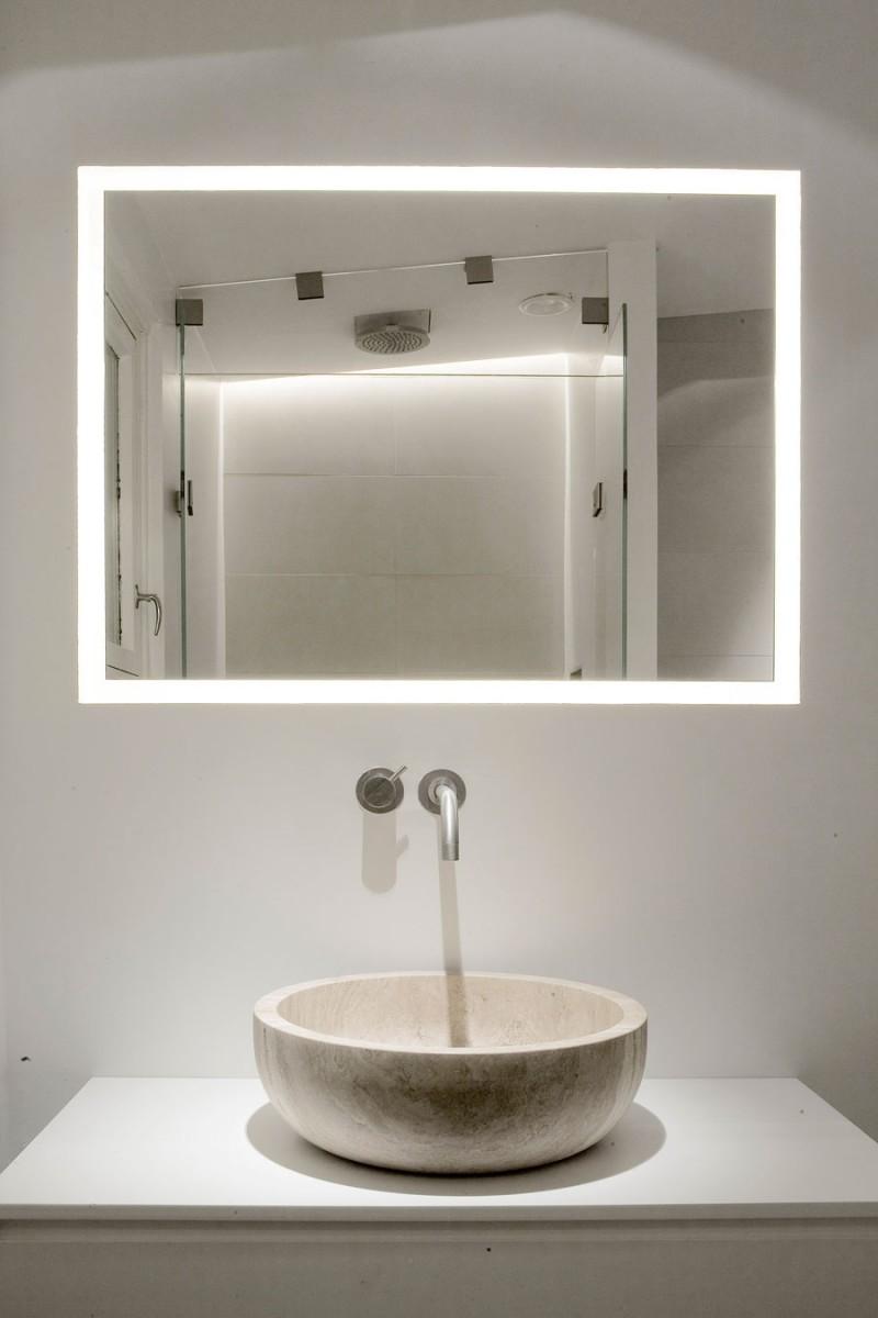 bagno con lavabo in pietra naturale stile minimale travertine sink bathroom
