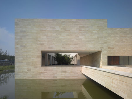 liangzhu-culture-museum-bridge-travertine-architecture