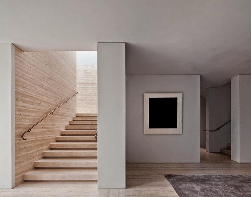 Travertino, quercia e cemento nel progetto di David Chipperfield a Kensington