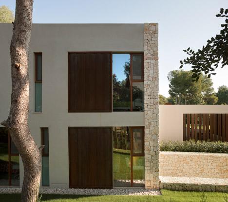 Casa-El-Bosque-by-Ramon-Esteve-chiva-spain-spagna-facciata-pietra