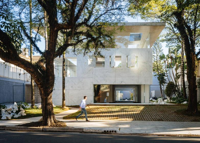 architettura-marmo-vetro-edificio-commerciale-Triptyque