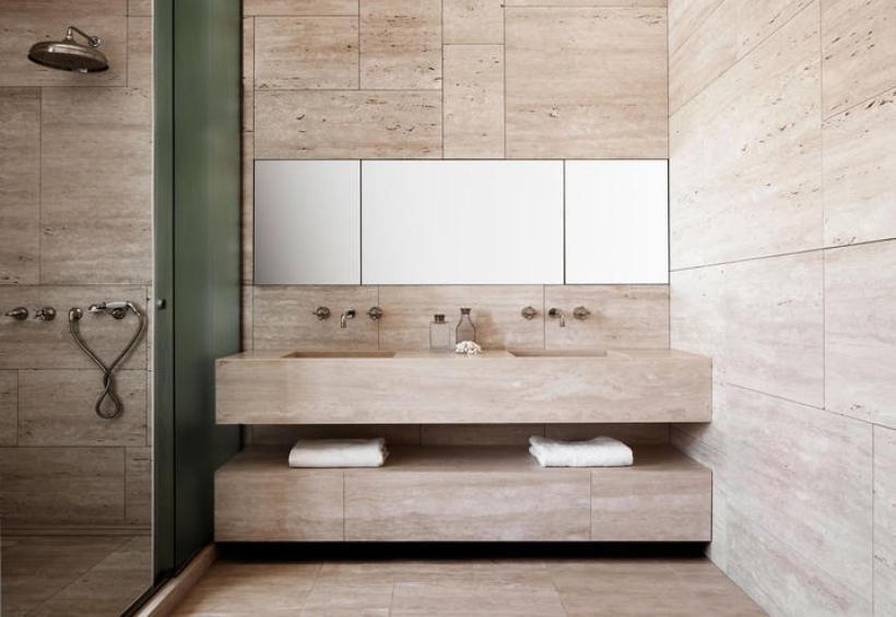 quincoces-drago-bagno-in-travertino-rivestimenti-stile-classico-minimale-roma