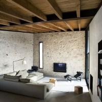 Case con muri e rivestimenti in pietra