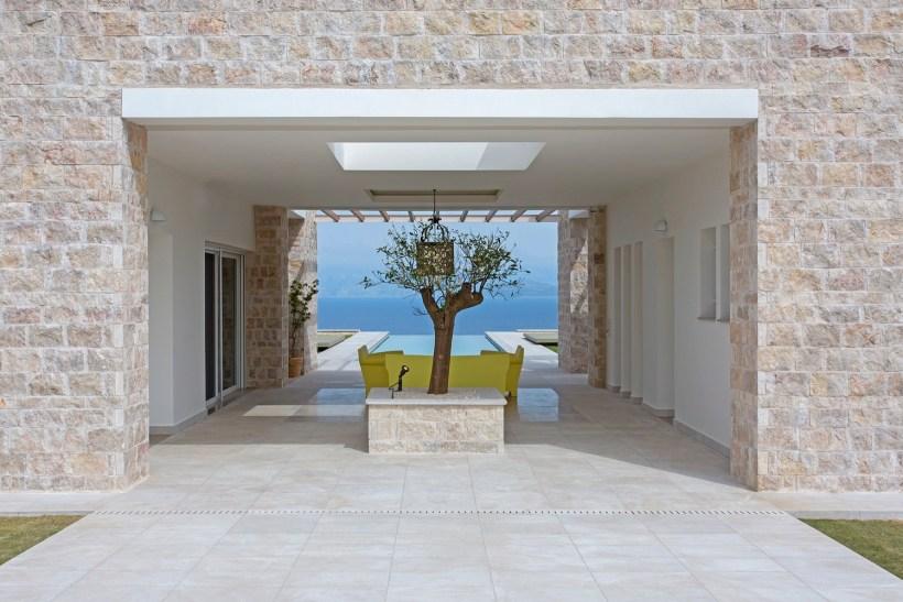 villa nel peloponneso con esterni in marmo ligourio dark