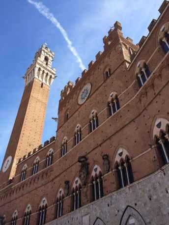 Il Palazzo Pubblico affacciato su Piazza del Campo