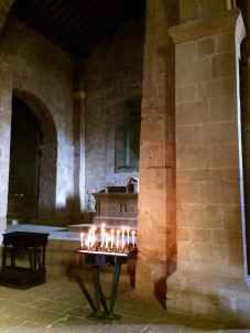 Pieve di Corsignano, altare nella navata centrale