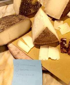 Pienza, Degustazione di pecorini assieme al panforte di Siena