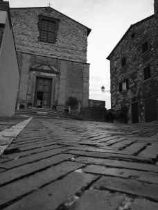La Collegiata di Lucignano sulla sommità del borgo