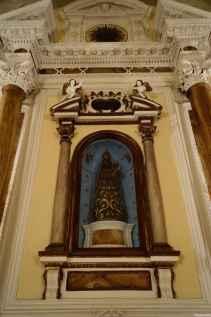 Madonna nera custodita nella chiesa di Santa Croce a Torrita di Siena