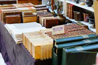 Un'attenzione tutta particolare agli amanti dei libri e delle stampe antiche: alla Fiera Antiquaria si trovano dei veri e propri tesori!