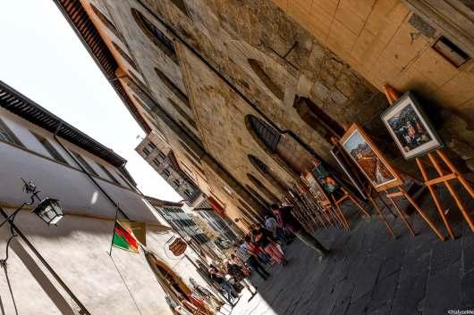 Arte ed artigianato artistico, mosaico e restauro prendono posto in via Bicchieraia ogni weekend durante la Fiera Antiquaria di Arezzo