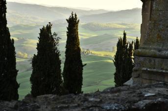 Il panorama da via del Casello: il belvedere che corre lungo le mura di Pienza