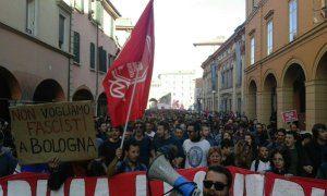 Manifestación antifascista en Bolonia, 8 de noviembre 2015 (fuente: @infoaut - Twitter)