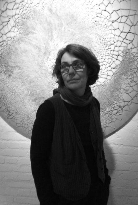 Colette Colla devant une oeuvre de Marinette Cueco ©VGS