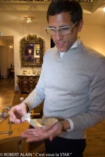 Mauricio Clavero Kozlowski portant la coupe en forme de sein Pauline Borghese