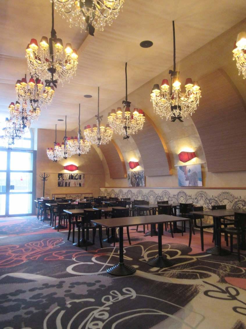 Le restaurant du musée, décoré par Christian Lacroix
