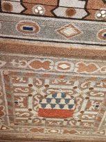 Le plafond décoré avec des coquillages, des perles