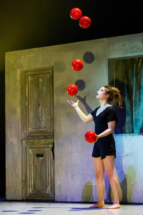 Danse et jonglage avec Natasha Patterson © Cimon Parent