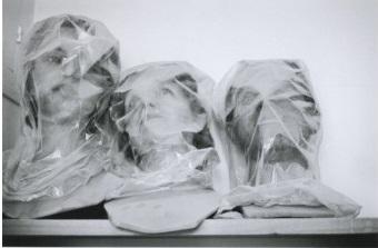 Hervé Guibert Musée Grévin, 1978 Tirage gélatino-argentique Dimensions du tirage : 13,8 x 19,7 cm Tampon à sec Hervé Guibert © Christine Guibert Courtesy Les Douches la Galerie, Paris N° Inv. HG1804032