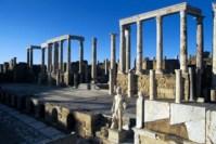La scäne du thÇÉtre dÇcorÇe de la statue d'un des Dioscures, Leptis Magna, Libye
