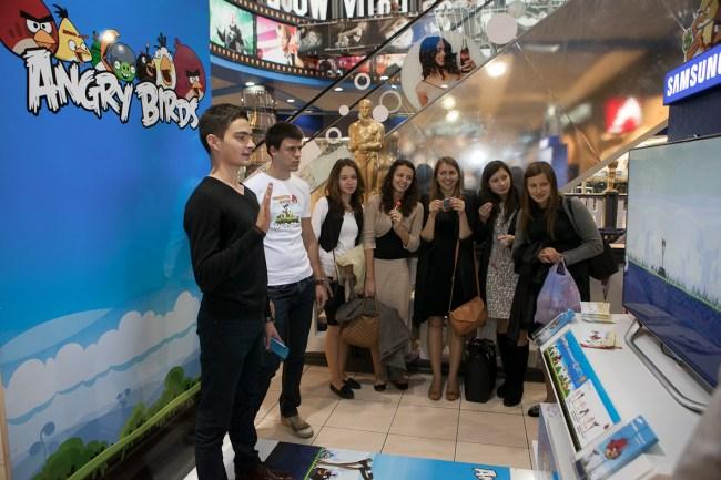 Samsung запускает Angry Birds на больших экранах