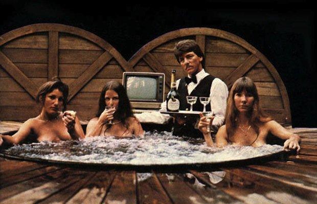 Та самая обложка Softporn Adventure. Роберта – крайняя справа, вместе с двумя своими сотрудницами