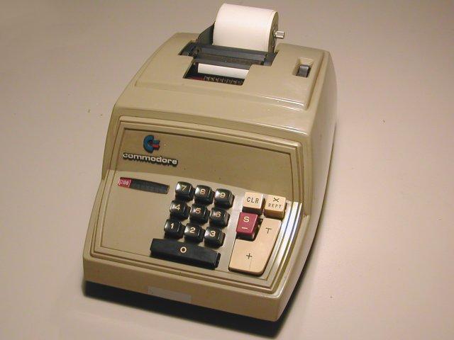 Представитель вымершего класса устройств: суммирующая машина с выводом результатов на мини-принтер