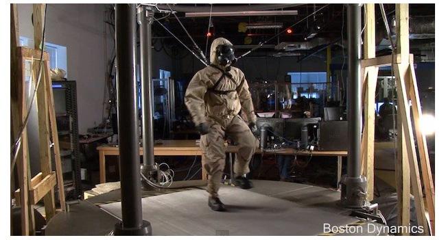 Boston Dynamics показали функционирующего робота Petman, облаченного в защитный костюм
