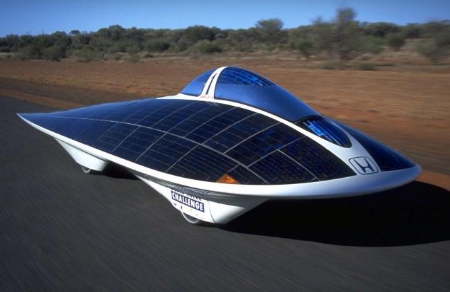 Гоночный электромобиль Honda Dream на солнечных батареях появился еще в 1996 г.