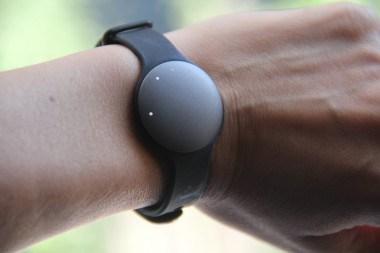 Shine - носимое устройство для отслеживания физической активности пользователя