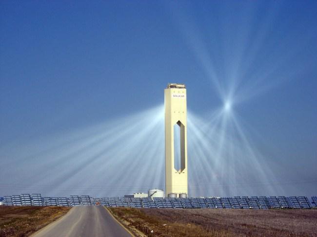Солнечная термальная электростанция в испанском городе Севилья