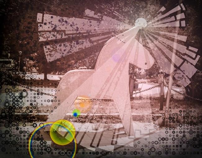 Графические элементы созданы в Deco Sketch. Сборка в Adobe Photoshop Touch из четырех слоев: обесцвеченный исходный кадр, светлые элементы, темные элементы, Lens Flare. Светлые и темные элементы накладывались в режимах Lighten и Darken соответственно, прозрачность регулировалась для получения желаемого эффекта