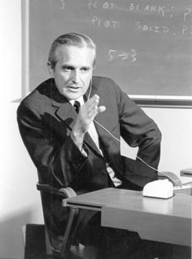 Энгельбарт на лекции в Стэнфордском институте, 1967 г.