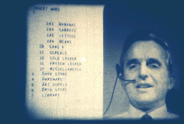 Видео и текст на одном экране: кадр из презентации 1968 г.