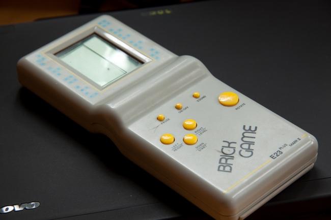 E-9999_brick_game_in_12