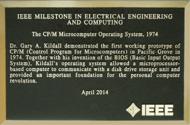 Памятная табличка в честь создания первой ОС была установлена только в апреле этого года – примерно в 40-ю годовщину этого события
