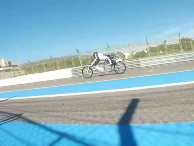 Frenchman reaches 207mph on rocket-powered bicycle-v2