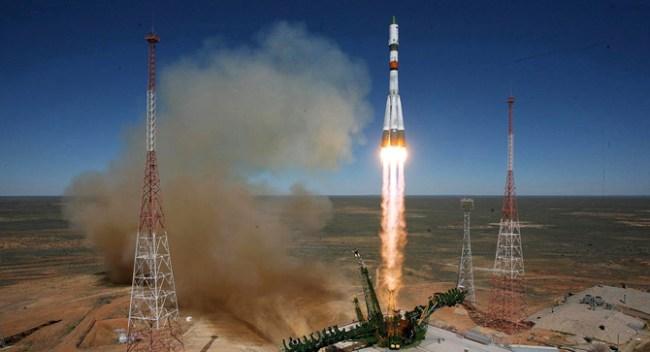 После неудачного старта транспортный космический корабль «Прогресс М-27М» начал неконтролируемый сход с орбиты