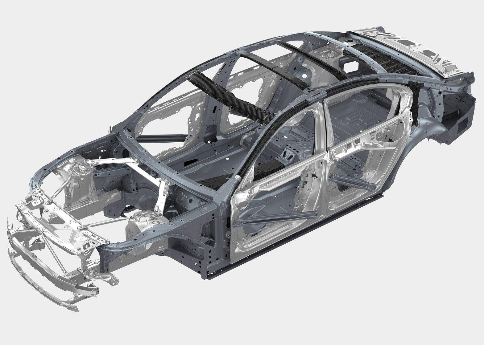 Кузов BMW 7-серии G12 построен по принципу Carbon Core («Карбоновое ядро»): здесь карбоновые детали присутствуют в различных усилителях, стойках крыши, боковинах кузова и пр.; хотя максимально широко также используется сталь и алюминий. В результате кузов новинки стал легче на 40 кг, не потеряв в безопасности и жесткости. Соединение разнородных материалов – с помощью клея и заклепок. О сложности и дороговизне ремонта умолчим.