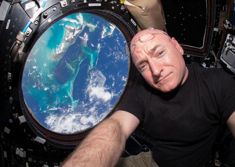 Астронавты благополучно вернулис на Землю после почти года пребывания на борту МКС