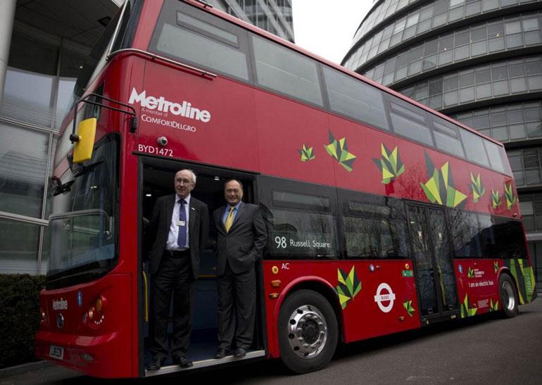 В Лондоне появился первый в мире электрический автобус даблдекер
