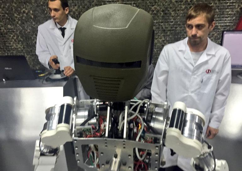 В России показали прототипы роботов «Рысь-БП» и «Аватар»