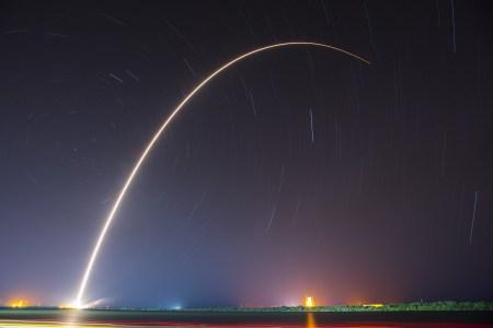 SpaceX второй раз подряд посадила первую ступень ракеты Falcon 9 на платформу в океане